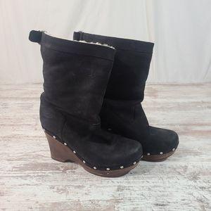 UGG Carnegie Black suede boots platform size 9